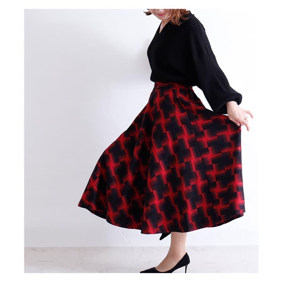 華やかな幾何学模様のミモレ丈フレアスカート スカート レディース ファッション ミモレ丈 ロングスカート レッド ブラック 秋 冬幾何学模様 フレア 30代 40代 50代 60代 サワアラモード sawaalamode otona 大人 kawaii 可愛い洋服 かわいい服 mode-5920 4