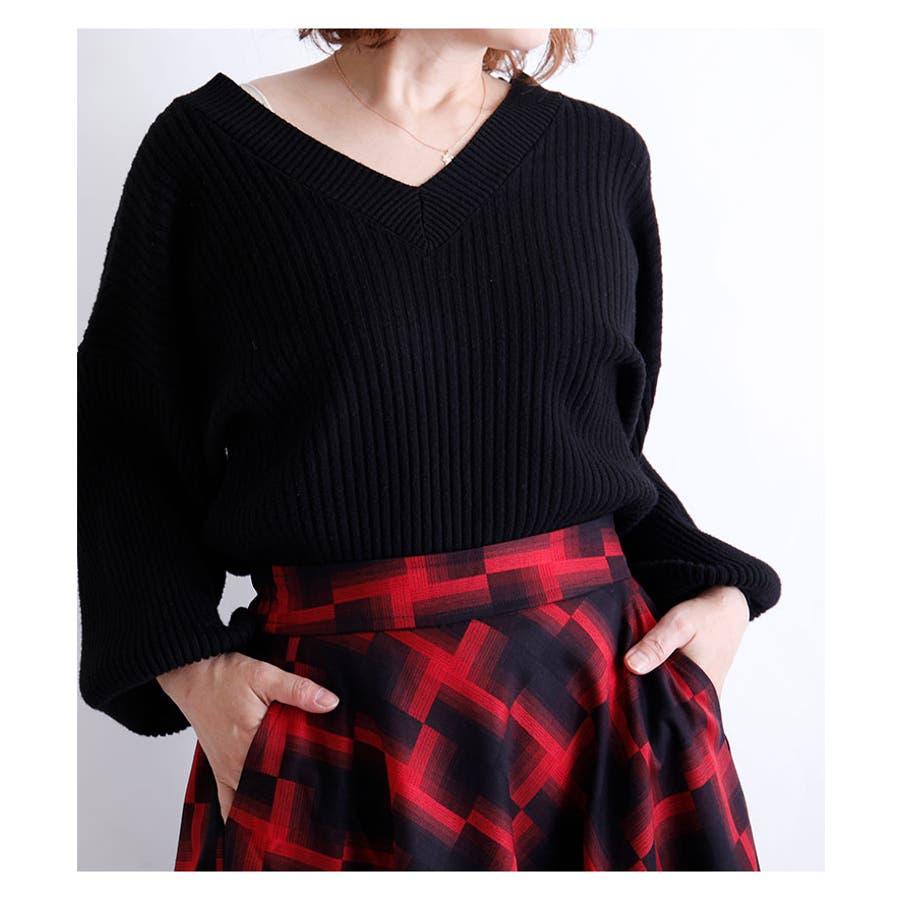 華やかな幾何学模様のミモレ丈フレアスカート スカート レディース ファッション ミモレ丈 ロングスカート レッド ブラック 秋 冬幾何学模様 フレア 30代 40代 50代 60代 サワアラモード sawaalamode otona 大人 kawaii 可愛い洋服 かわいい服 mode-5920 8