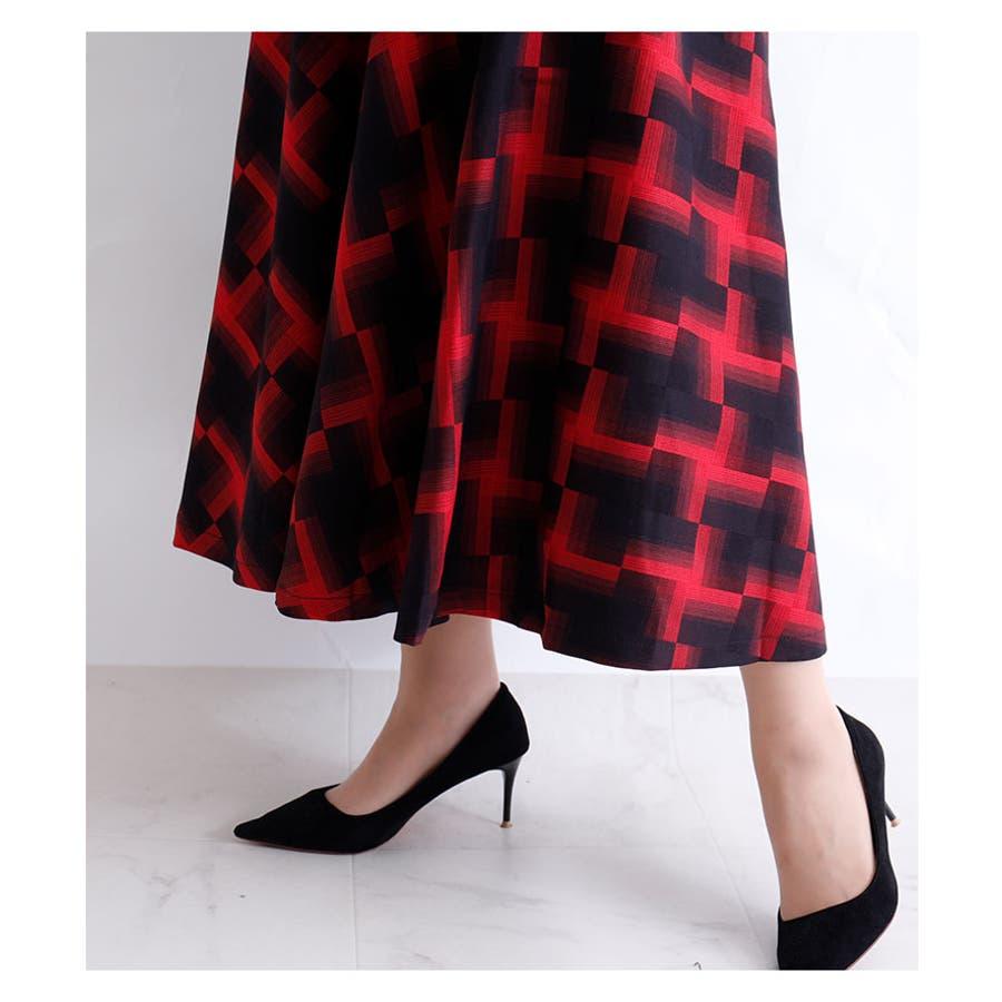 華やかな幾何学模様のミモレ丈フレアスカート スカート レディース ファッション ミモレ丈 ロングスカート レッド ブラック 秋 冬幾何学模様 フレア 30代 40代 50代 60代 サワアラモード sawaalamode otona 大人 kawaii 可愛い洋服 かわいい服 mode-5920 9