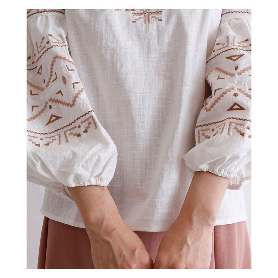 フォークロア刺繍のコットントップス レディース ファッション トップス ホワイト 綿 コットン ぽわん袖 春 夏 刺繍 フォークロアオリエンタル 30代 40代 50代 60代 サワアラモード sawaalamode otona 大人 kawaii 可愛い 洋服かわいい服 mode-5879 7