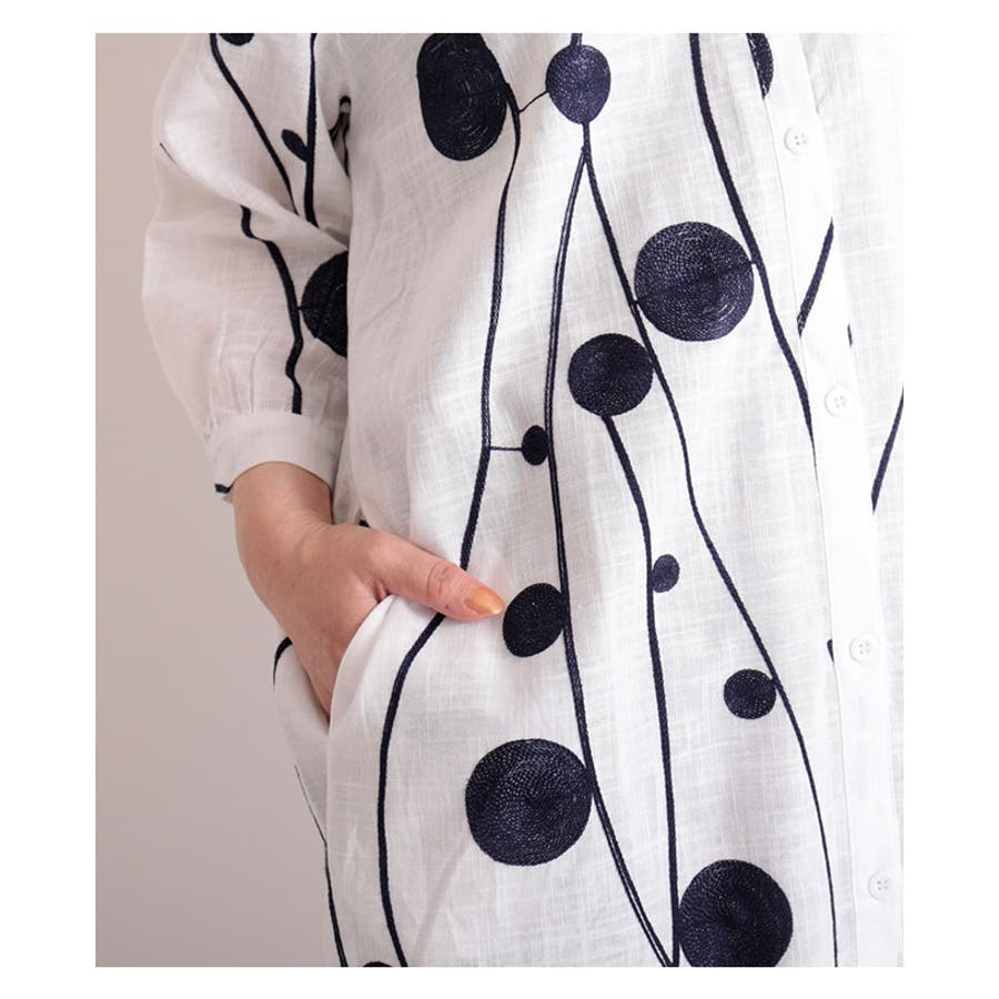 レトロな丸模様刺繍のシャツワンピース レディース ファッション ワンピース ホワイト 7分袖 チュニック 膝丈 春 夏 シャツ 刺繍大人 レトロ 30代 40代 50代 60代 サワアラモード sawaalamode otona 大人 kawaii 可愛い 洋服かわいい服 mode-6169 7