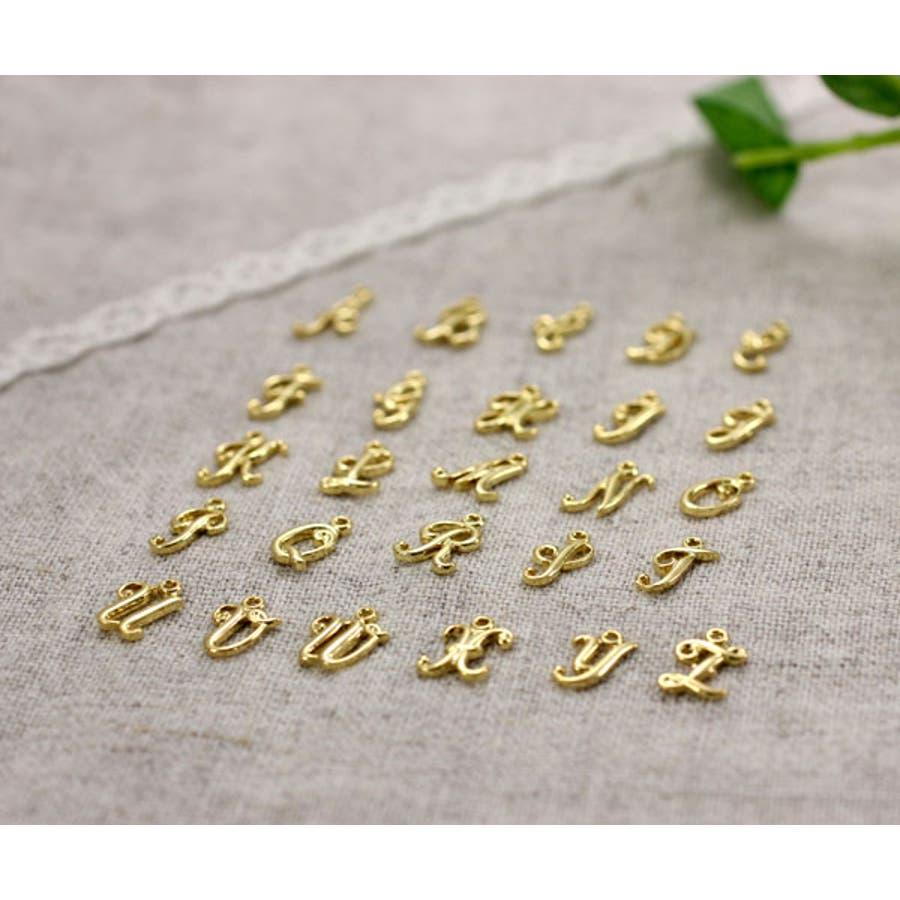 【A ~ Mのアルファベット】筆記体 ゴールド イニシャル ペンダントトップ プチ シンプル 繊細