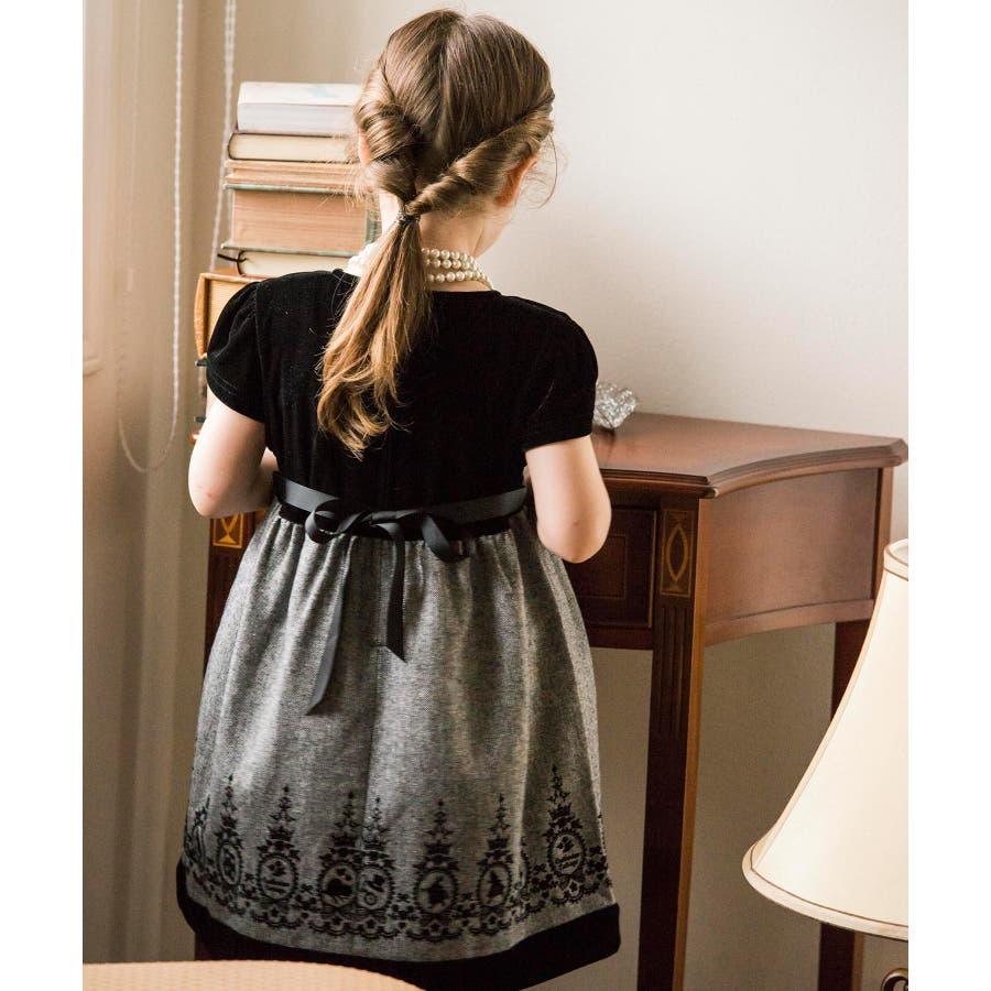 a1795de1f7ddf 子供ドレス 発表会 女の子 アリスフロッキープリントのベロアワンピース ...