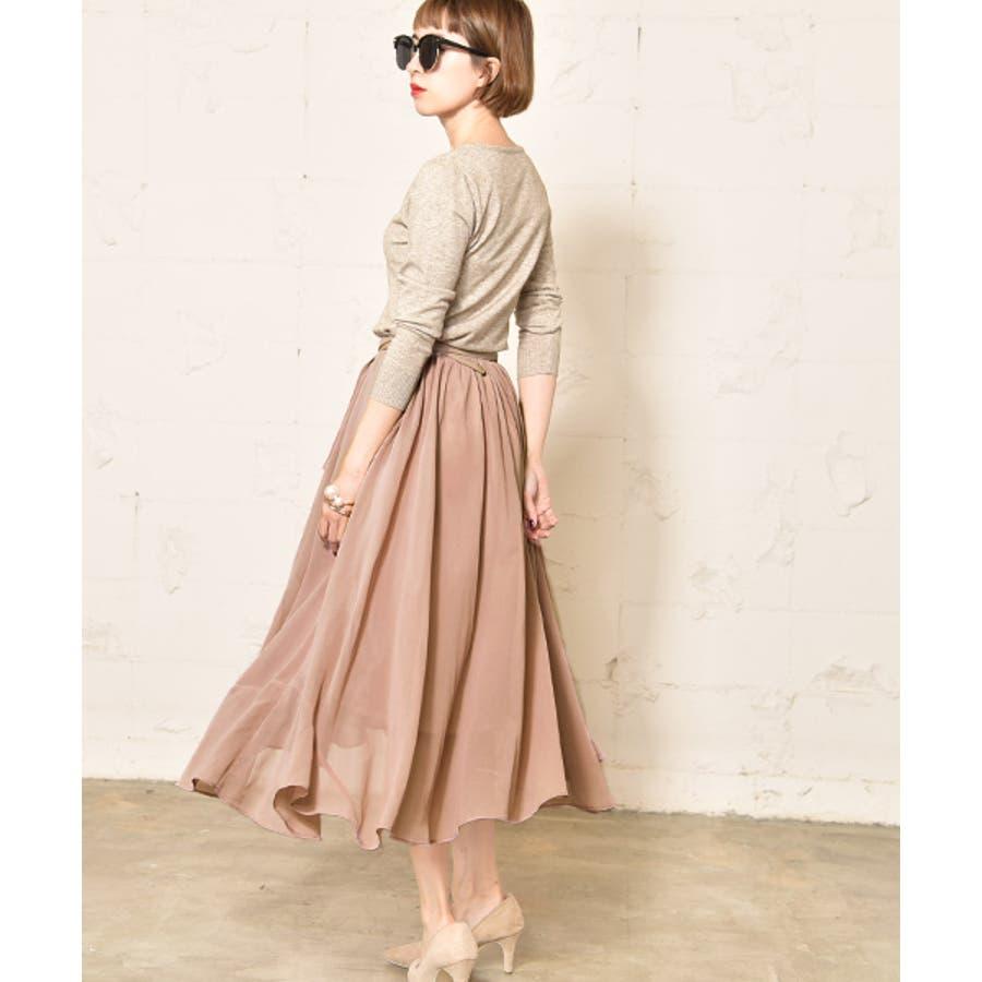 エレガントな魅力満載!女性的でスマートなフレアスカート特集のサムネイル画像