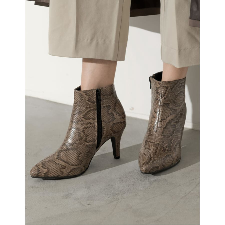 脚を細く、長く、美しく!こだわり美シルエット。 [星玲奈さん着用]ポインテッドトゥサイドジップショートブーツ シューズ/ブーツ 108