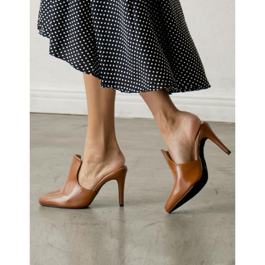 華奢ですっきりとした足元をデザインする ポインテッドトゥブーティーパンプス 33