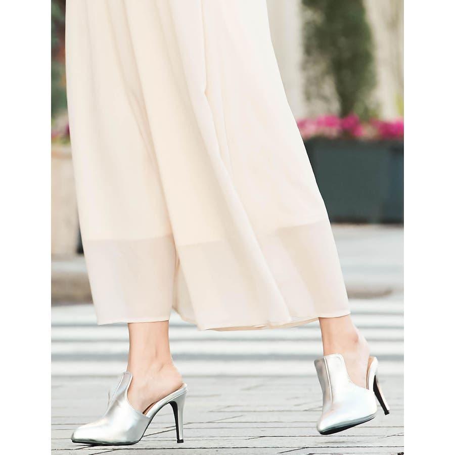 華奢ですっきりとした足元をデザインする ポインテッドトゥブーティーパンプス 103