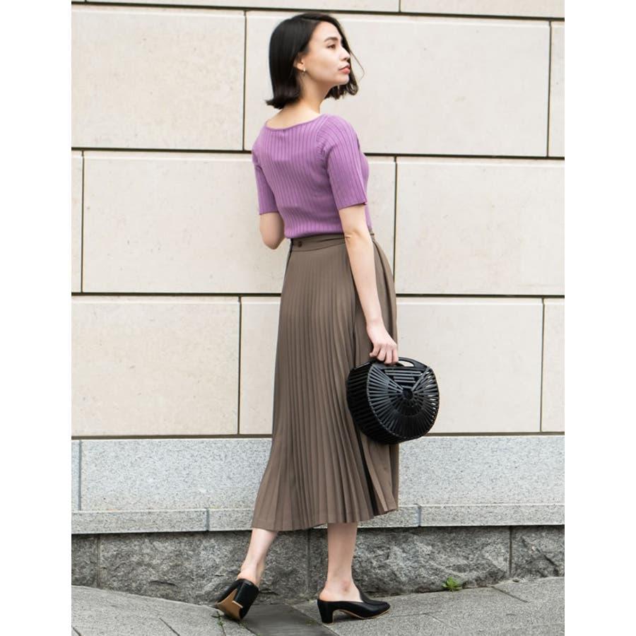 異なるプリーツを組み合わせたレディライクなデザインスカート。 4