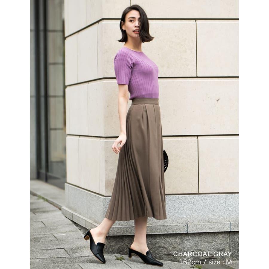 異なるプリーツを組み合わせたレディライクなデザインスカート。 5