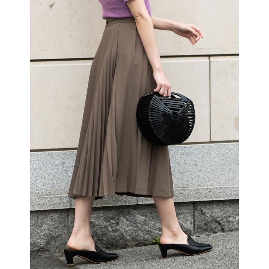 異なるプリーツを組み合わせたレディライクなデザインスカート。 6