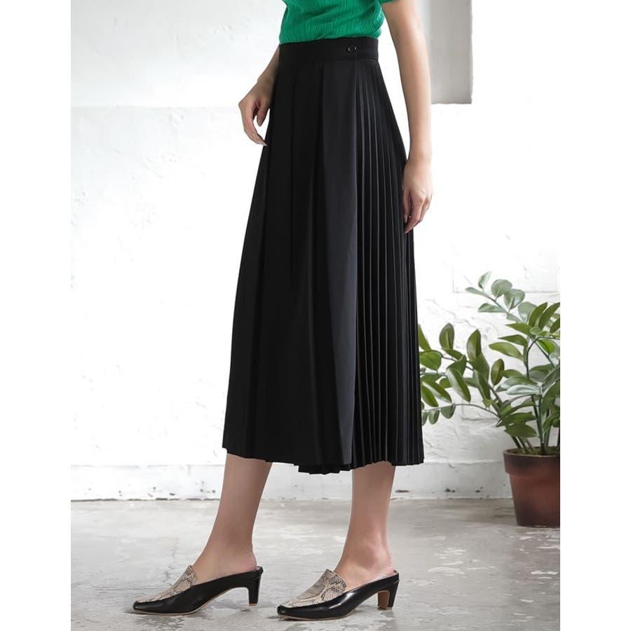 異なるプリーツを組み合わせたレディライクなデザインスカート。 7