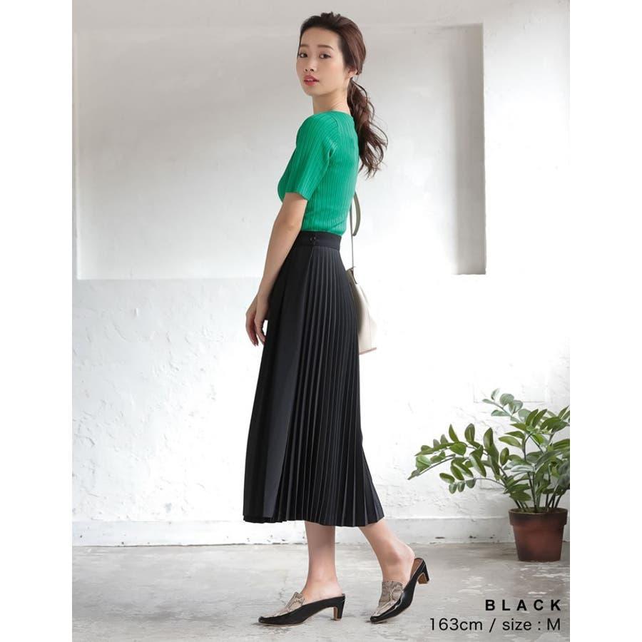 異なるプリーツを組み合わせたレディライクなデザインスカート。 8