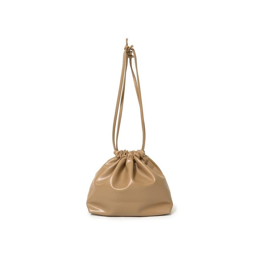 コンパクトサイズでちょっとしたお出かけにぴったり フェイクレザー巾着バッグ バッグ/ショルダーバッグ 41