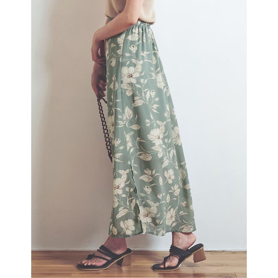 モダンな花柄でニュアンスたっぷりに仕上げた花柄スカート 7