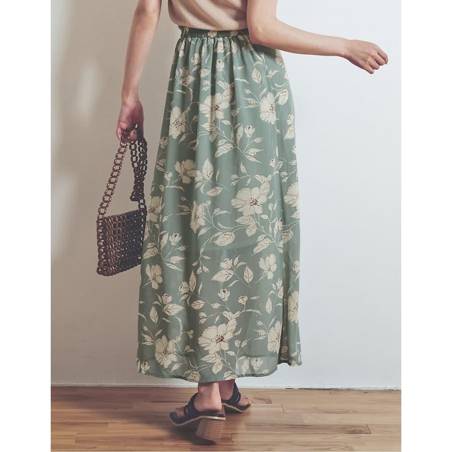 モダンな花柄でニュアンスたっぷりに仕上げた花柄スカート 8