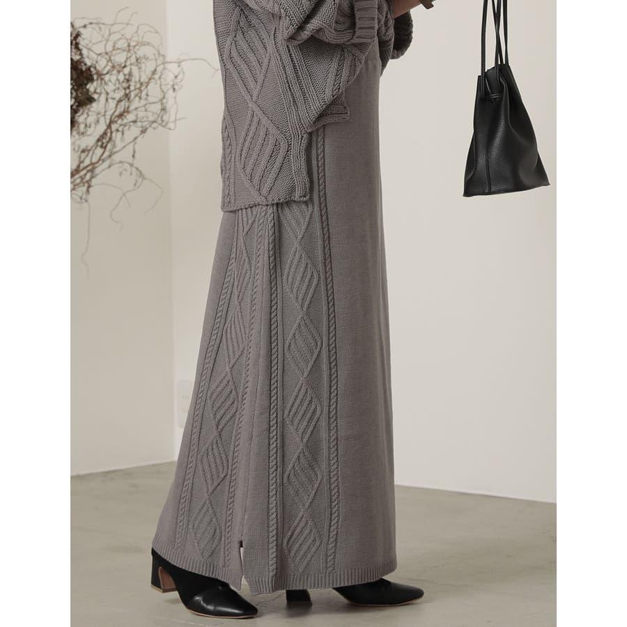セミフレアシルエットで上品かつ大人カジュアルなニットスカート 23
