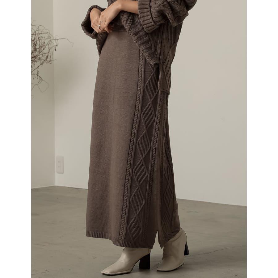 セミフレアシルエットで上品かつ大人カジュアルなニットスカート 35