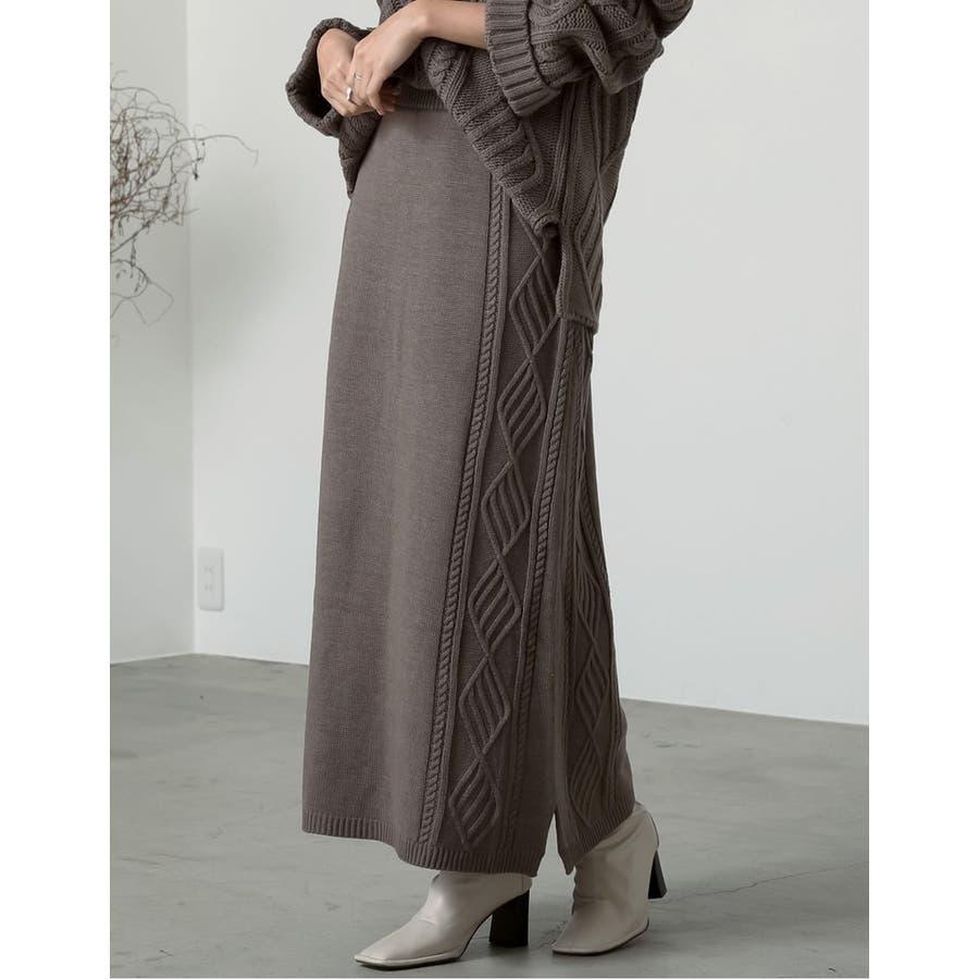 セミフレアシルエットで上品かつ大人カジュアルなニットスカート 6