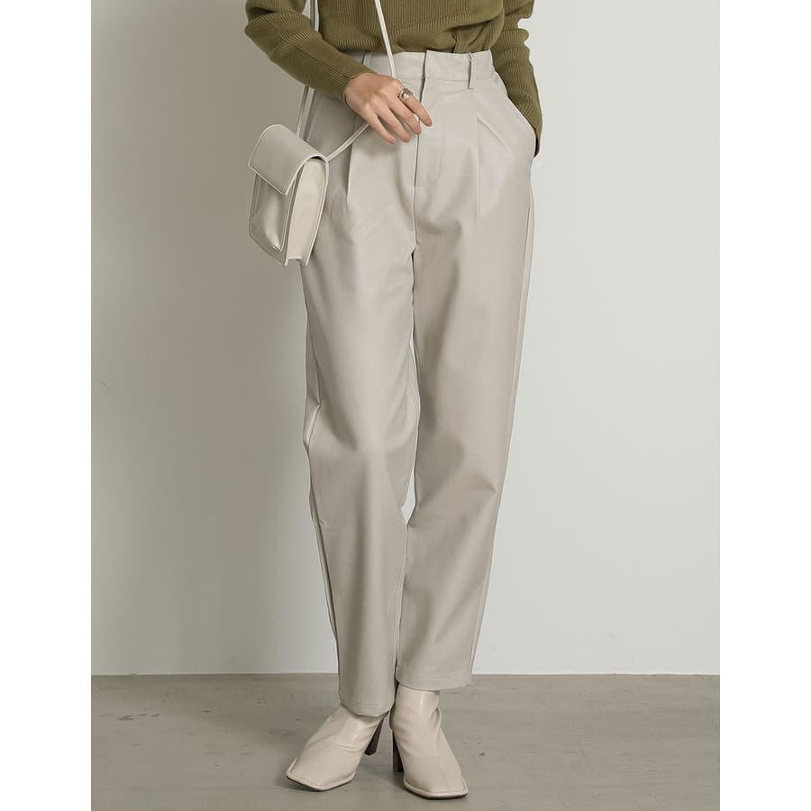 軽やかな履き心地と上品さを兼ね備えたフェイクレザーペグトップパンツ [2020A/WCOLECTION][お家で洗える]フェイクレザーペグトップパンツ パンツ/パンツ 18