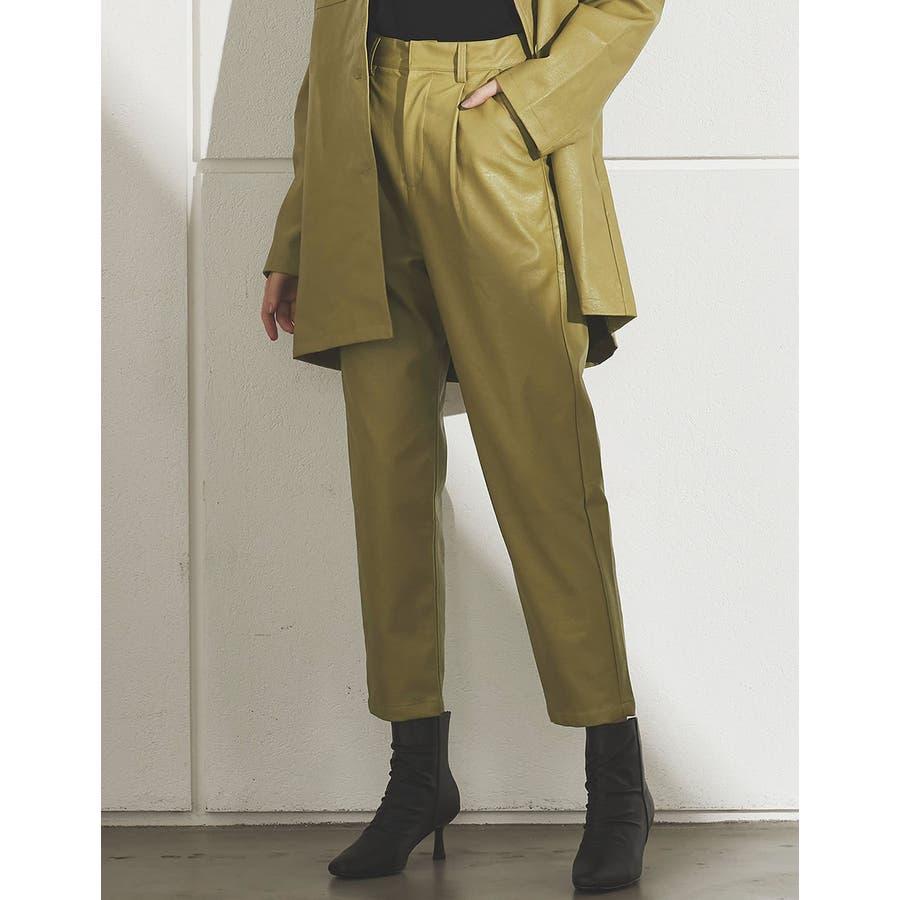 軽やかな履き心地と上品さを兼ね備えたフェイクレザーペグトップパンツ [2020A/WCOLECTION][お家で洗える]フェイクレザーペグトップパンツ パンツ/パンツ 52