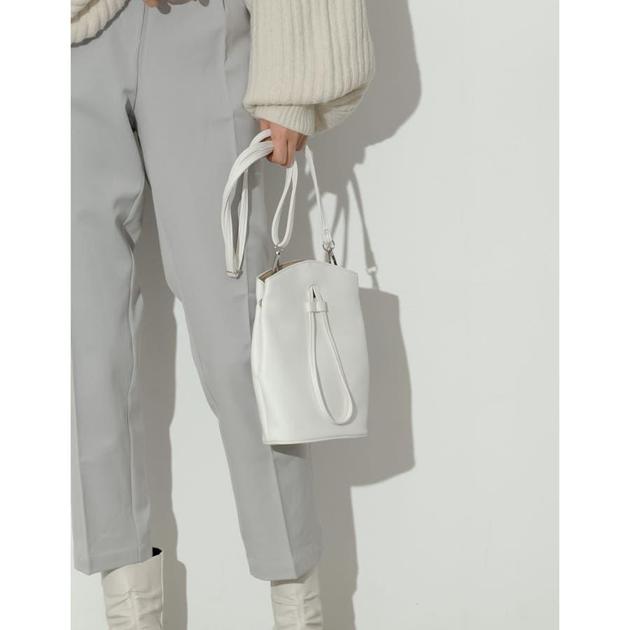 コンパクトサイズでも、必要な物はバッチリ入る優秀バッグ。 ヴィーガンレザーステッチショルダーバッグ バッグ/ショルダーバッグ 16