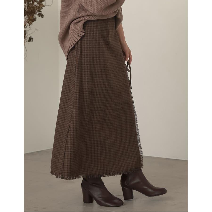 デザイン性がありながらもすっきり着れるストレートスカート 5