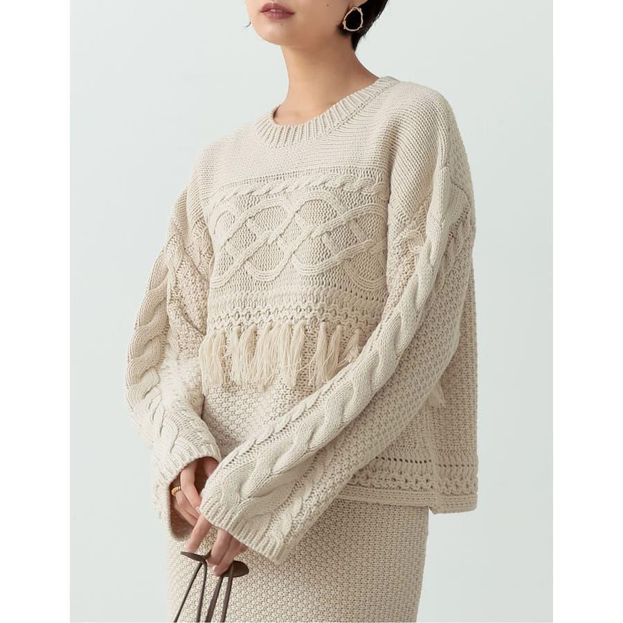 フリンジとケーブル編みが大人のコーデに遊び心をプラス 18