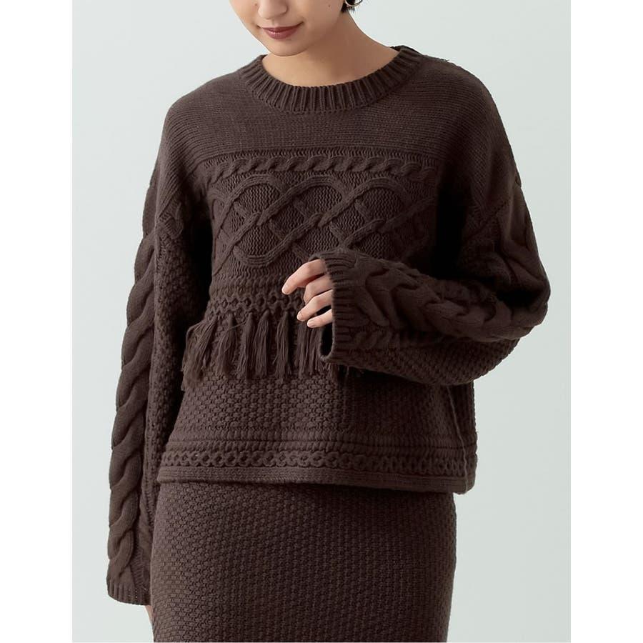 フリンジとケーブル編みが大人のコーデに遊び心をプラス 29