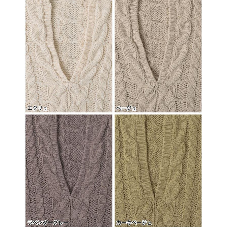 ふんわり編みこまれたケーブル編みがフェミニンな深Vネックニットチュニック 3