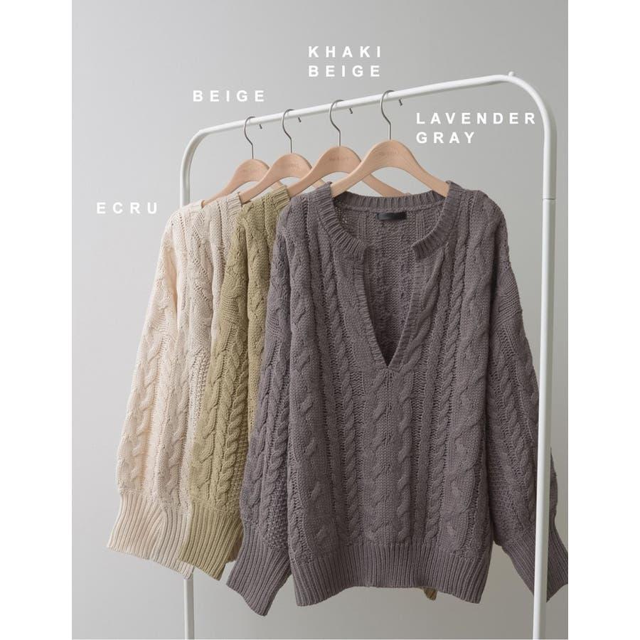 ふんわり編みこまれたケーブル編みがフェミニンな深Vネックニットチュニック 5