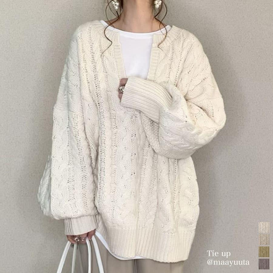 ふんわり編みこまれたケーブル編みがフェミニンな深Vネックニットチュニック 1
