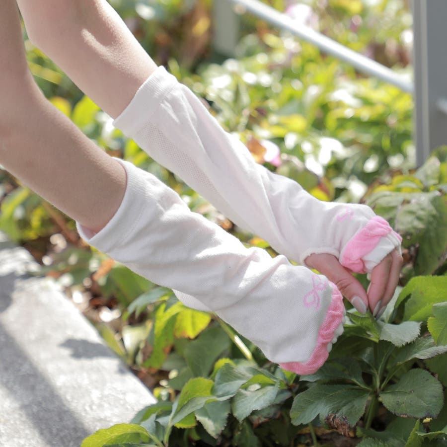 「手のひらメッシュ」で涼しく快適♪清涼 ワンポイントリボン柄 UV手袋 指なし ショートタイプ抗菌防臭<アームカバーレディースUVカット> 3
