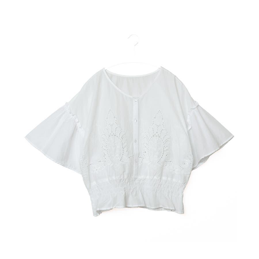 日常にも刺繍を。裾シャーリング 刺繍ブラウス/ブラウス 刺繍 ボリューム袖 フレア袖 綿100% レディース トップスシャーリング5分袖 5