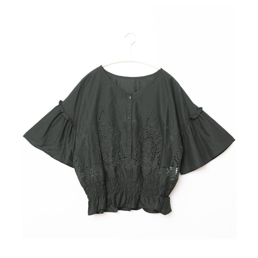 日常にも刺繍を。裾シャーリング 刺繍ブラウス/ブラウス 刺繍 ボリューム袖 フレア袖 綿100% レディース トップスシャーリング5分袖 6