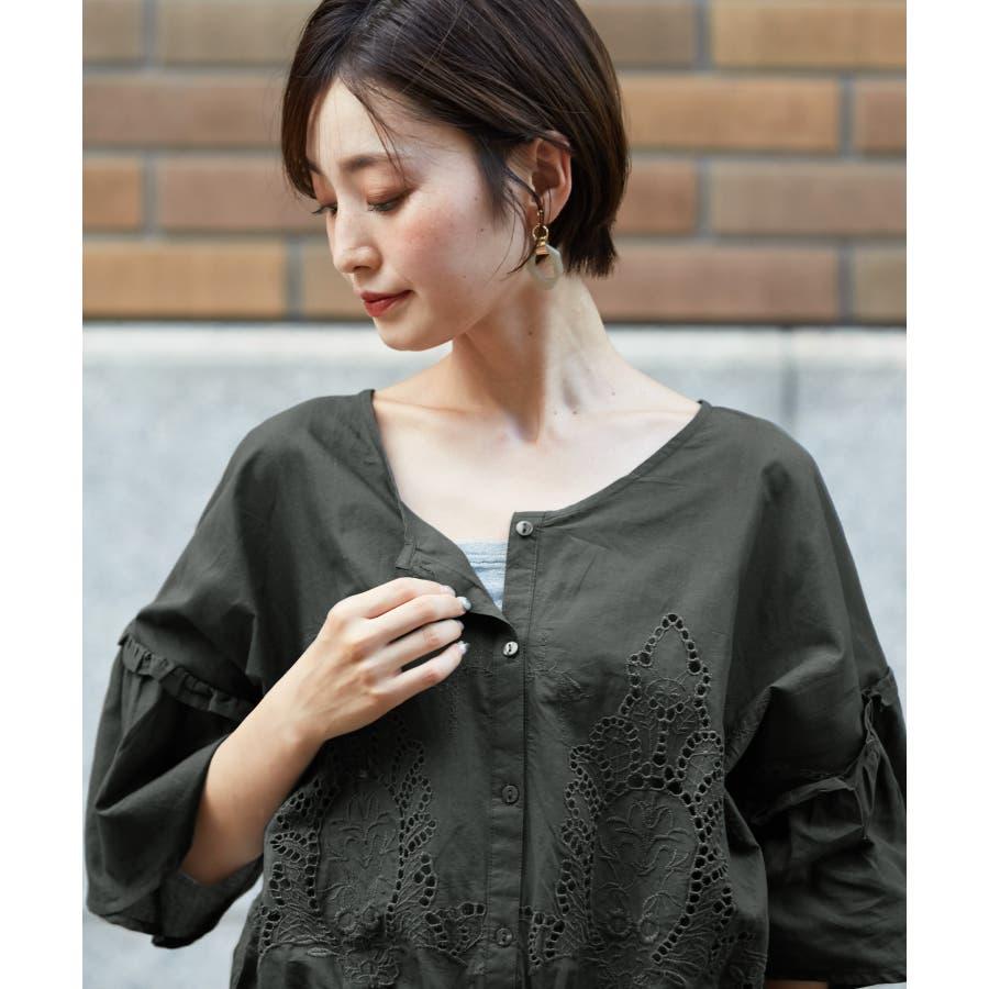 日常にも刺繍を。裾シャーリング 刺繍ブラウス/ブラウス 刺繍 ボリューム袖 フレア袖 綿100% レディース トップスシャーリング5分袖 8