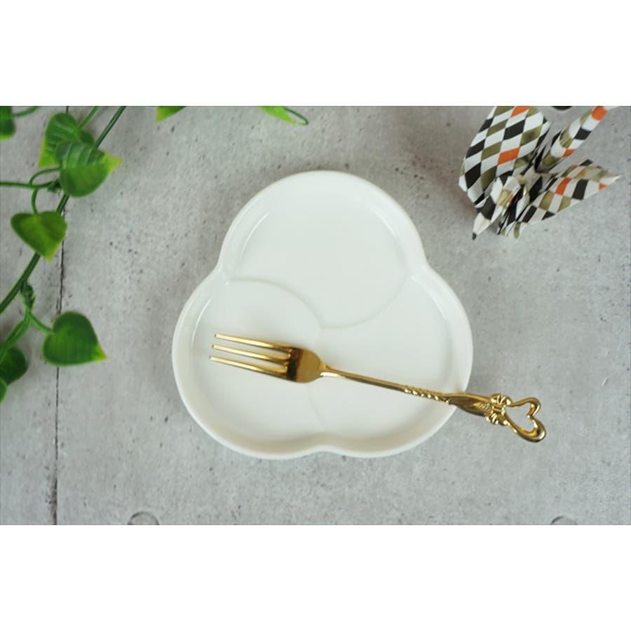 巴 プレート S 10.6cm 120g ホワイト 白 三つ 仕切り 小皿 取り皿 丸皿 菓子皿 食器 白磁 陶器 日本製 美濃焼 小田陶器 みずなみ焼 絵付け用 ポーセリンアート ポーセラーツ 食洗器対応可 3