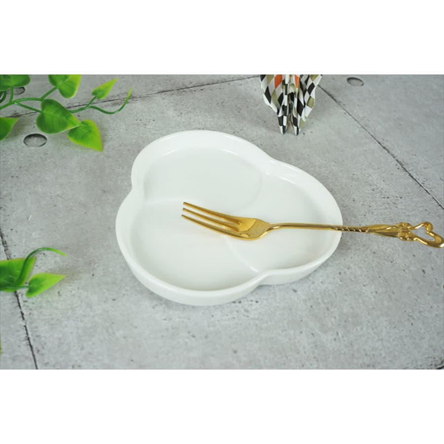 巴 プレート S 10.6cm 120g ホワイト 白 三つ 仕切り 小皿 取り皿 丸皿 菓子皿 食器 白磁 陶器 日本製 美濃焼 小田陶器 みずなみ焼 絵付け用 ポーセリンアート ポーセラーツ 食洗器対応可 2
