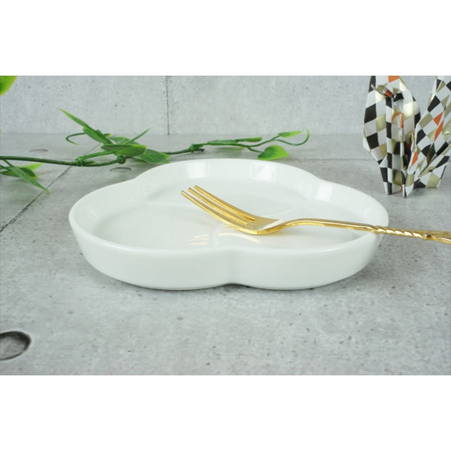 巴 プレート S 10.6cm 120g ホワイト 白 三つ 仕切り 小皿 取り皿 丸皿 菓子皿 食器 白磁 陶器 日本製 美濃焼 小田陶器 みずなみ焼 絵付け用 ポーセリンアート ポーセラーツ 食洗器対応可 4