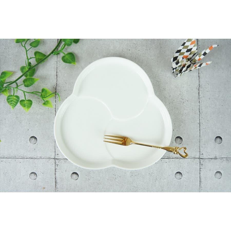 巴 プレート M 16.5cm 310g ホワイト 白 三つ 仕切り ケーキ皿 ランチプレート 取り皿 丸皿 菓子皿 食器 白磁 陶器 日本製 美濃焼 小田陶器 みずなみ焼 絵付け用 ポーセリンアート ポーセラーツ 食洗器対応可 3