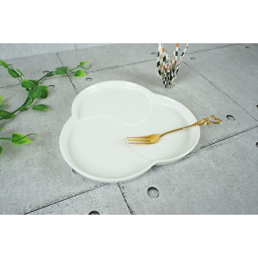 巴 プレート M 16.5cm 310g ホワイト 白 三つ 仕切り ケーキ皿 ランチプレート 取り皿 丸皿 菓子皿 食器 白磁 陶器 日本製 美濃焼 小田陶器 みずなみ焼 絵付け用 ポーセリンアート ポーセラーツ 食洗器対応可 2