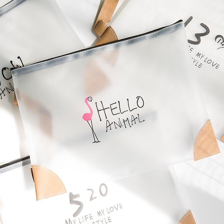 ポーチ 小物入れ A4サイズ トラベルポーチ ハンドバッグ 持ち手付き 化粧ポーチ メイクポーチ 小分け収納 小物収納 半透明セミクリア 可愛い かわいい おしゃれ 日用品雑貨 フラミンゴ キリン LOVE 数字 3