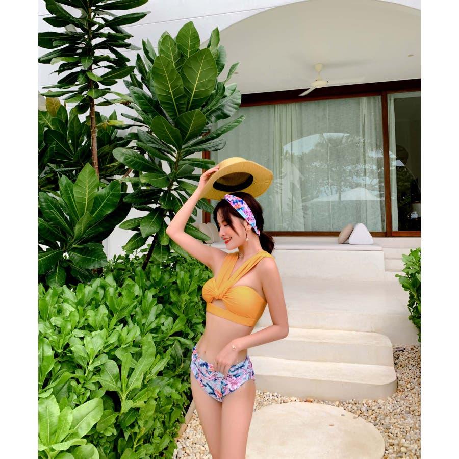 華奢で女性らしいビキニ水着カチューシャ付き(3P) 2