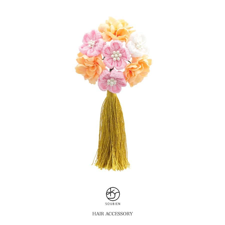 髪飾り 橙系 ライトオレンジ 金色 梅 花 コサージュ 小ぶり 縮緬 ちりめん つまみ細工 スリーピン パッチン留め 房飾り タッセル 髪留め 七五三向け ヘアアクセサリー 1
