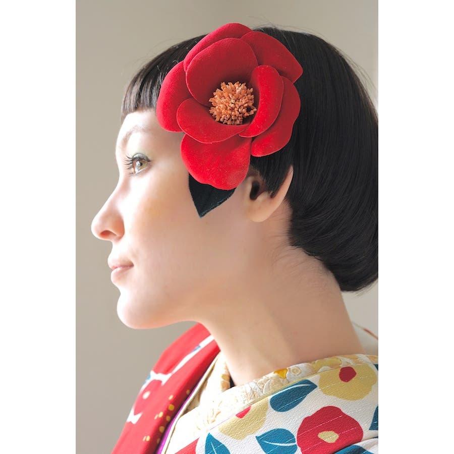 髪飾り 赤 レッド 椿 ツバキ 花 フラワー ベルベット調  モダン コサージュ 2way クリップピン 髪留め ヘアアクセサリー 成人式 振袖向け 卒業式 袴向け 2